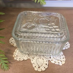 Anchor Hocking Refrigerator Dish With Embossed Lid